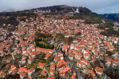 村庄Metsovo的鸟瞰图在伊庇鲁斯同盟,北希腊 库存图片