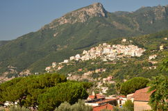 村庄raito风景看法在阿马飞海岸,意大利的 免版税库存照片
