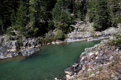 从杜兰戈的窄片铁路通过落矶山由河生命负责在科罗拉多美国的Silverton的 库存照片