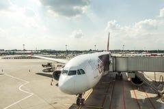 杜塞尔多夫,德国2017年9月03日:空中客车A320柏林航空在杜塞尔多夫机场,当乘出租车时 免版税库存照片