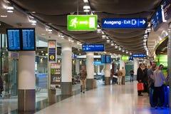 杜塞尔多夫,德国- 2017年6月8日:机场的内部 复制文本的空间 免版税库存图片