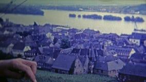 杜塞尔多夫,德国-1969 :从驾空滑车的老镇提供区域的一个巨大看法 股票视频