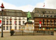 杜塞尔多夫1月Wellem集市广场和雕象  库存照片