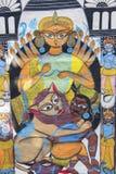 杜尔加神象,五颜六色的工艺品准备待售在Pingla村庄 库存图片