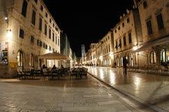 杜布罗夫尼克市晚上街道 免版税库存照片