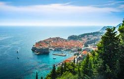 杜布罗夫尼克惊人的全景有老镇和亚得里亚海的,达尔马提亚,克罗地亚 库存照片