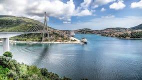 杜布罗夫尼克,克罗地亚- 2014年5月2日:在市入口的Franjo Tudman桥梁杜布罗夫尼克 免版税库存图片