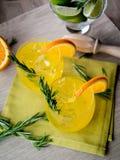 杜松子酒和桔子 免版税图库摄影