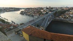 杜罗河河和Ribeira看法在日落期间 免版税库存照片