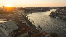 杜罗河河和Ribeira看法在日落期间 库存图片