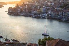 杜罗河河和Ribeira顶视图在波尔图的历史的中心 库存图片
