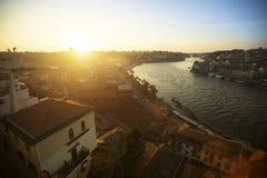 杜罗河河和Ribeira顶视图在波尔图的历史的中心 免版税库存图片
