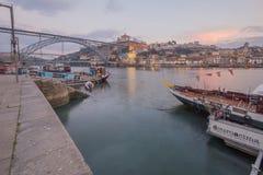 杜罗河河的日落视图,在波尔图 免版税库存照片