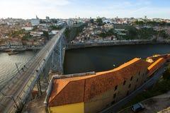 杜罗河河顶视图在波尔图的中心 葡萄牙 免版税库存图片