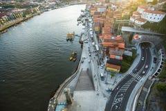 杜罗河河顶视图在波尔图的中心 免版税库存照片