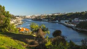 杜罗河河顶视图在波尔图 在1996年,联合国科教文组织认可了波尔图老镇作为世界遗产名录站点 库存照片