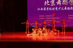 杜鹃花simsii-北京舞蹈学院分级的测试卓著的儿童` s舞蹈教的成就陈列江西 免版税图库摄影