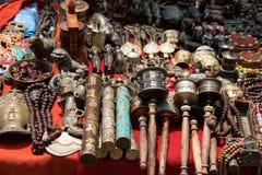 束传统纪念品(市场在尼泊尔,加德满都) 库存照片