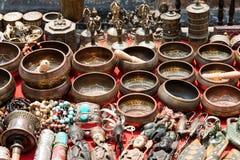 束传统纪念品(市场在尼泊尔,加德满都) 库存图片