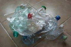 束回收的空的塑料瓶 免版税库存图片
