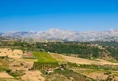 结束在干燥山脉的农村小山 免版税库存照片