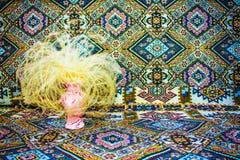 束在花瓶的草本, ethno装饰品背景 图库摄影