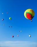 束在蓝天的色的气球 免版税图库摄影