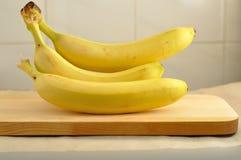 束新鲜的香蕉 免版税库存照片