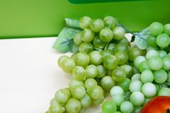 束绿色葡萄 免版税库存图片