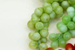 束绿色葡萄 免版税库存照片