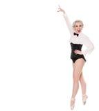 束腰和蝶形领结的逗人喜爱的愉快的年轻舞蹈家,隔绝在白色 免版税库存图片
