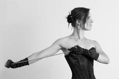 束腰和链子的妇女 图库摄影