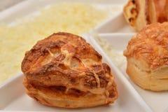 结束许多另外种类新鲜的油酥点心用乳酪 免版税图库摄影