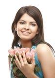 束起性感女孩桃红色的玫瑰 免版税库存照片
