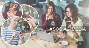 束起通信有概念的交谈媒体人社交 坐在咖啡馆,饮用的咖啡的桌上和使用膝上型计算机的两个少妇 库存照片