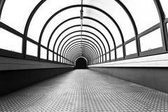 结束轻的步行隧道 库存图片