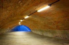 结束轻的步行隧道 库存照片