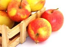 条板箱苹果 免版税库存图片