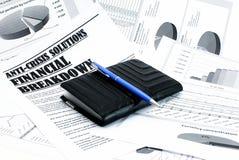 条款危机报纸笔钱包 免版税库存图片