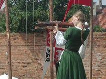 条顿人城堡的马背射击的骑士 免版税库存照片