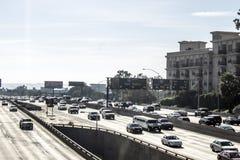 110条高速公路公寓没有篱芭 库存图片