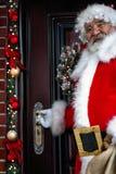 来了圣诞老人克劳斯圣诞快乐和节日快乐! 免版税库存照片