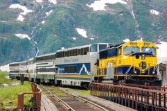 来到Whittier的阿拉斯加火车 免版税库存图片