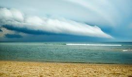 来的风暴岸上 图库摄影