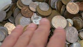 来自世界各地不同的硬币 股票录像