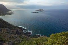 来自在Waimanalo海滩的多暴风雨的天气被看见Makapu'u点 免版税库存图片