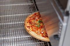 来自烤箱的被烘烤的薄饼 库存图片
