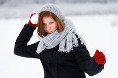 来自逗人喜爱的女孩的惊恐攻击在冬天 免版税图库摄影