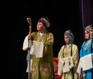 """杨Family†的硬朗和热诚的老妇人北京Opera""""妇女将军 库存照片"""