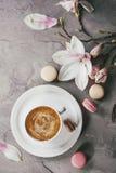 杯与木兰的无奶咖啡 免版税库存照片